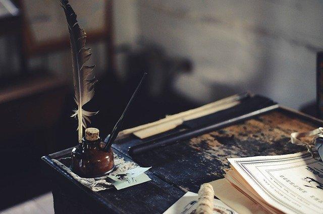 desk-1869579_640